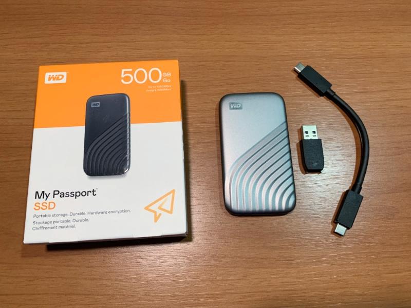 Itens: SSD, adaptador USB-C/USB e cabo USB-C