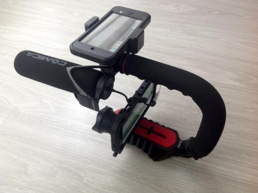 """Ulanzi U-Grip com smartphone, """"tela extra"""", microfone e lente"""